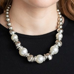 Hollywood HAUTE Spot white necklace